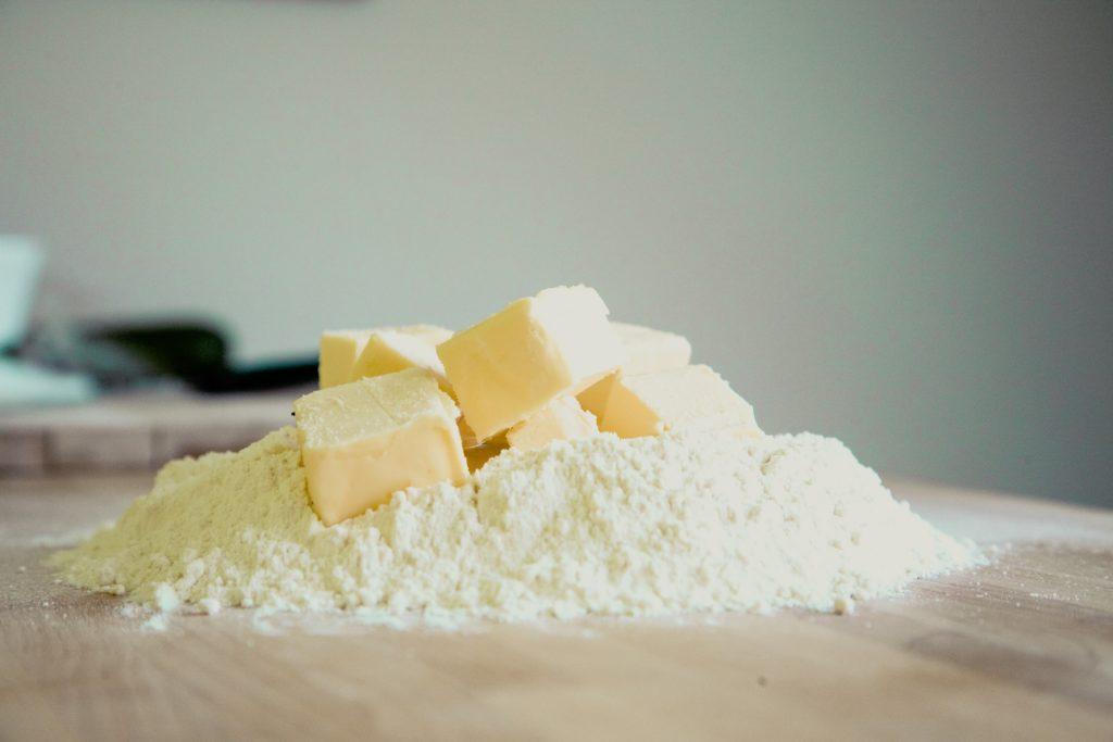 Mehl und Butter für das Backen